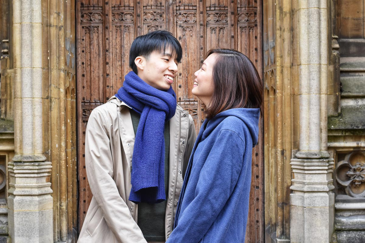 couple in front of doors to bodelian library oxford