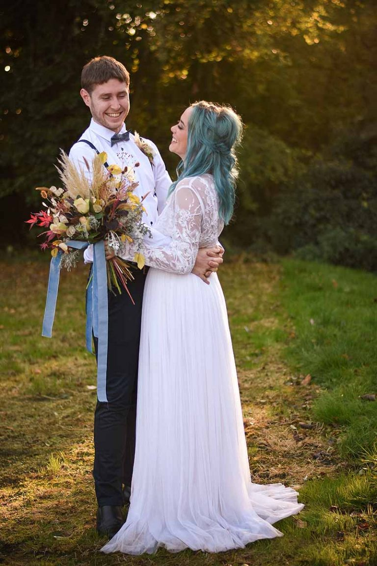 bride and groom in the evening light in a garden
