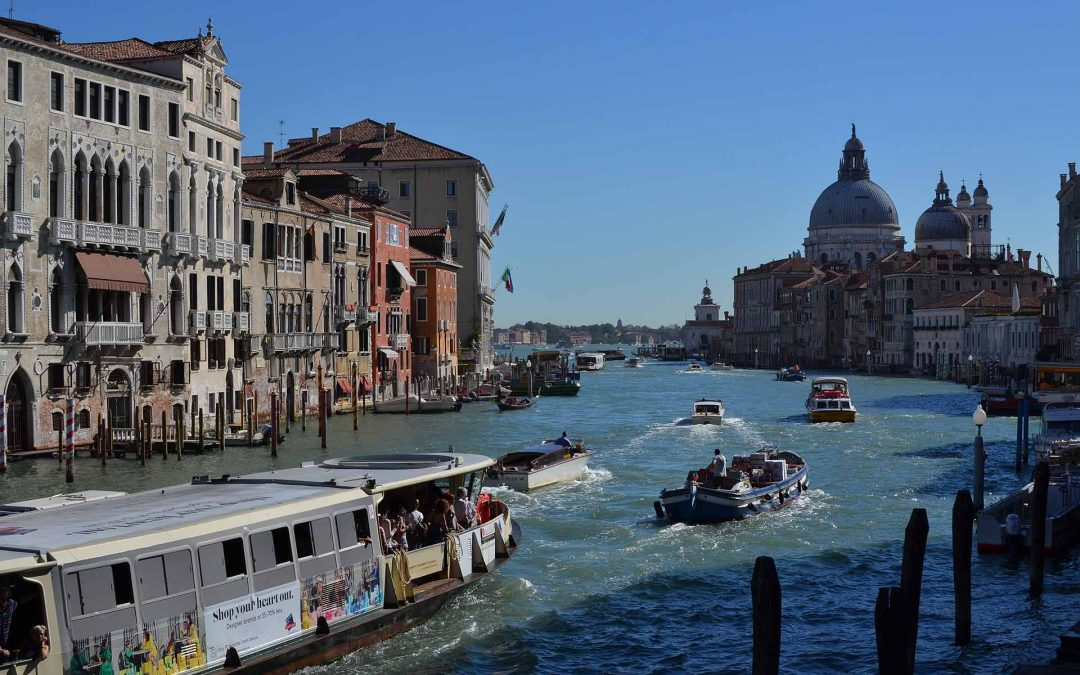 A grand Venetian wedding on the canal