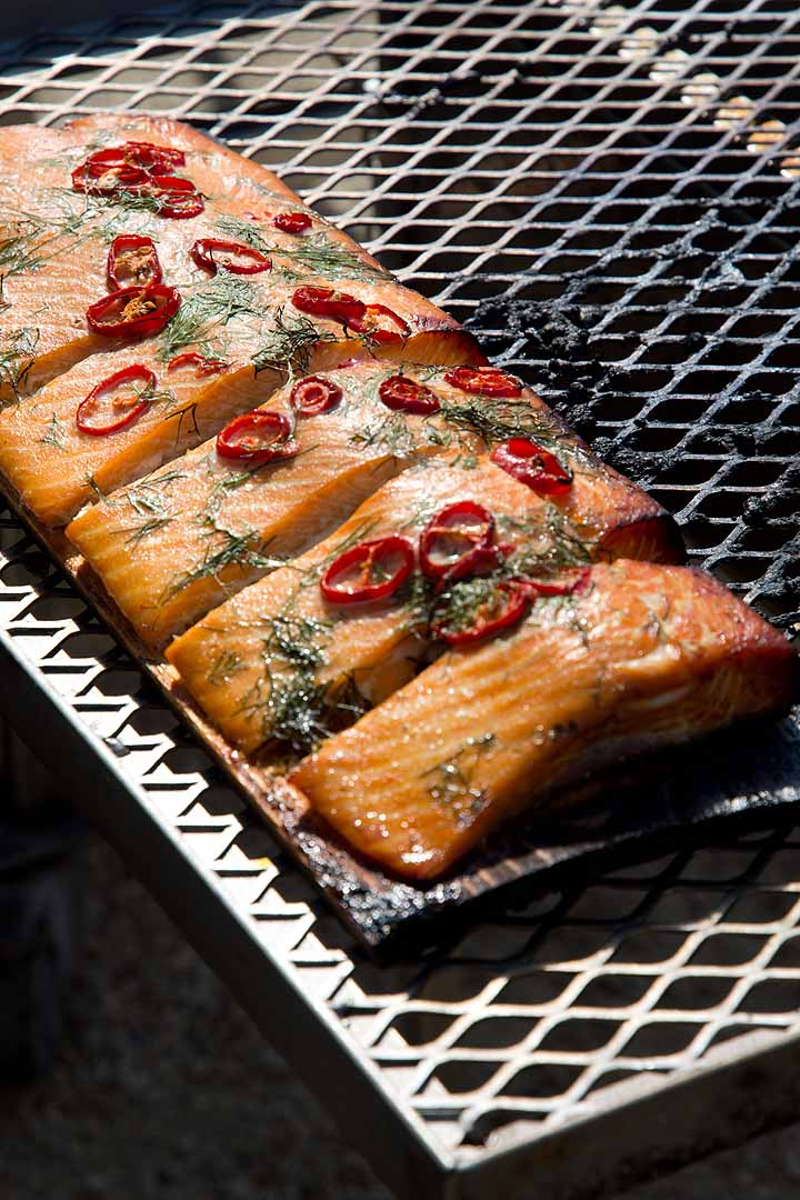 Grilled salmon with red chilli and dill