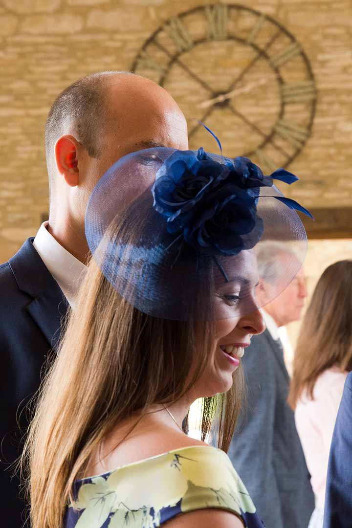 wedding guest with navy blue fascinator
